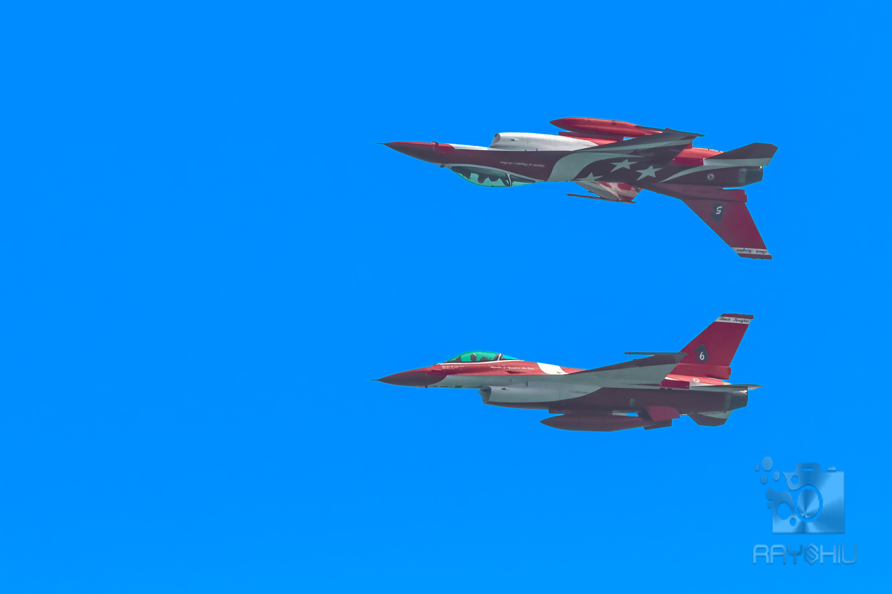 A pair of mirrored F-16's