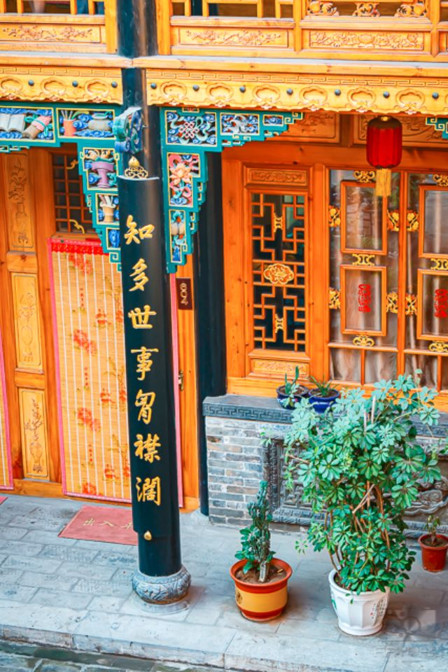 Details and decor of the Hong Changyu Inn.